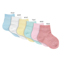 Short socks with stripe relief