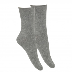 Woman rolled-cuff short socks